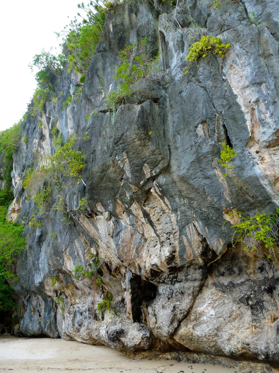 cliffs of ell nido