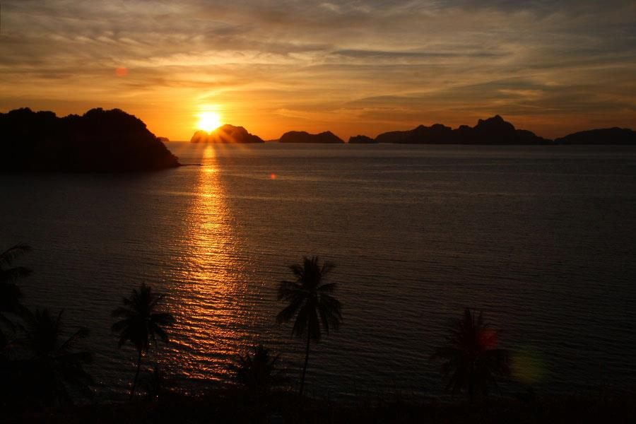 Sunset over El Nido, Palawan