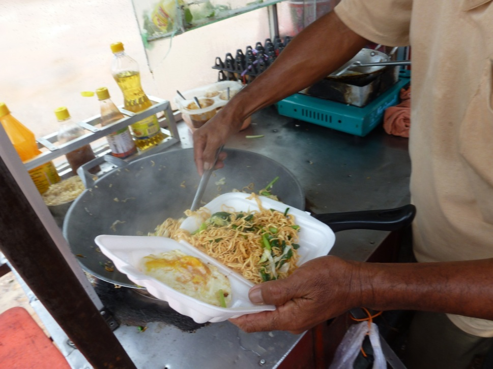 Streetside spicy fried noodles with egg for only $1